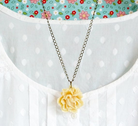 Ivory Flower Necklace - Peony - Ivory Flower Necklace - Bridal Necklace - Bridesmaids Gifts - Girlfriend Gift - Gift For Her
