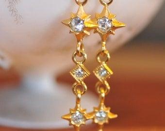 Vintage Gold Tone Dangle Earrings. Drop. Upcycle recycle repurpose, Vintage assemblage earrings.