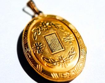 Golden Locket, Vintage locket for chain, Small gold locket