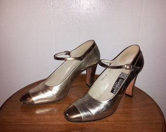 vintage Givenchy Paris 1970s leather shoes Gold Brass tone high heels size 8.5