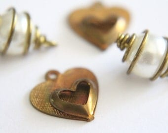 ONLY LOT - Vintage brass heart and wire wrapped pearl charms (4 pieces)