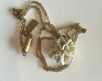 1928 Vintage White Rose Necklace