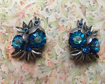 Vintage Weiss Royal Blue Rivoli Flower Clip-On Earrings Silver Tone Setting Winter Holiday Party