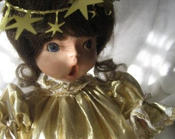 VINTAGE Handemade Porcelain Caroler Doll  1