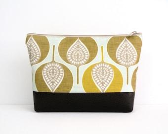 Small Leaf Print Cosmetic, Personal Travel bag, makeup Organizer, Zipper pouch, Vegan Bag, Faux Leather Bottom, Vinyl Bottom, Plastic lining