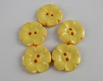 5 Medium Pale Yellow Flower Buttons