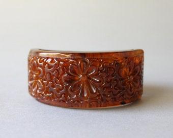 Bakelite Bracelet / Vintage Heavily Carved Bakelite Clamper / Iced Tea Marbled Bakelite Bracelet