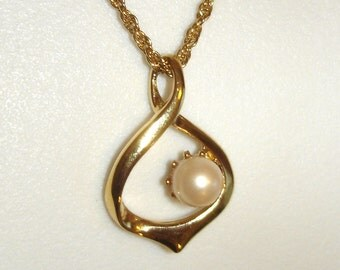 vintage pearl tear drop pendant gold necklace