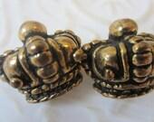 Vintage  Buttons, 2 large realistic crown motif , bronze (oct19b)