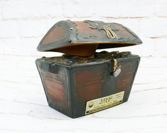 Vintage 70s Collectible Jim Beam Liquor Bottle Treasure Chest Porcelain China Figurine Decanter