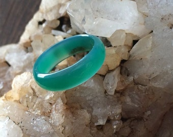 Vintage Green lucite ring size 5