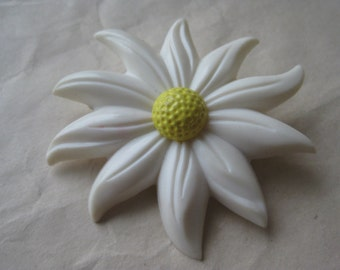 Daisy Flower White Yellow Brooch Plastic Vintage Pin