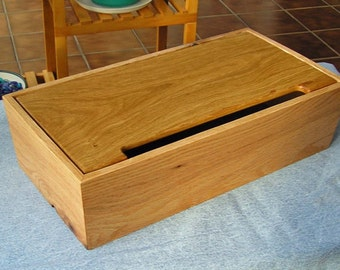 Electronic Device Charging Station / Oak