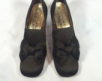 Vintage 1960s Young Coquettes Black Bow Pumps 6N