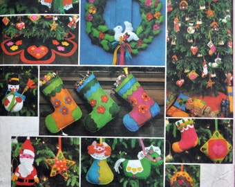 Vogue 1542 - Santa Pack IV - Adorable Felt Christmas Decorations - Xmas Wreath, Ornaments, Stocking, Tree Skirt, Angel, Gingerbread, Snowman