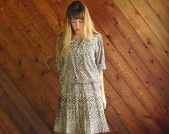 extra 25% off SALE ... Silky Geo Printed Mini Secretary Dress - Vintage 70s 80s - MEDIUM