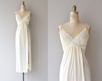 Heatherton nightgown | vintage 70s nightgown | 1970s lace nightie