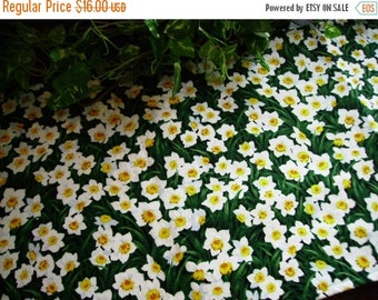 ON SALE Table Runner Spring Daffodils White Yellow Padded