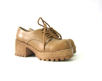 Vintage tan Oxfords Chunky Heel Shoes Lace Up Shoes Chunky library shoes women's size 8