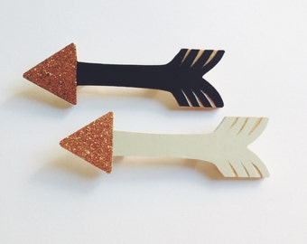Arrow Brooch - available in navy or grey