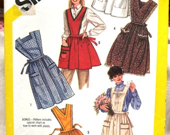 Vintage Pattern Pinafore Bib Front Apron Complete Sz 18-20 Uncut #A338 FREE SHIPPING