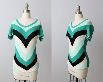 Vintage 1970s Chevron Pullover Blouse Sweater / Short Sleeves / Green White Black