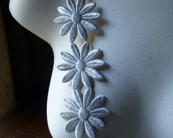 9  SILVER Daisy Appliques Trim for Bridal, Costume or Jewelry Design, Crafts FT 40