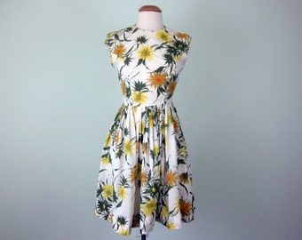 60s floral daisy print sleeveless fitted waist pleated dress (s - m)