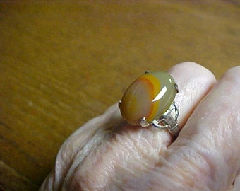 Beautiful banded agate ring set in marked Sterling silver- signed MH size 5- FREE SHIP