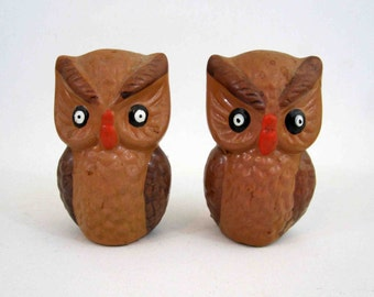 Vintage Owl Salt and Pepper Shakers. Circa 1960's.