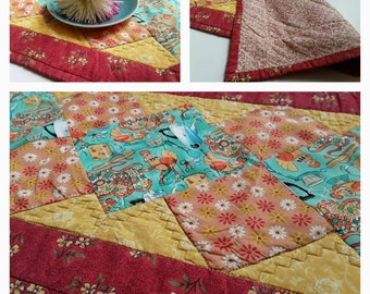 Rooster Table Runner, Red Yellow Teal, Farmhouse Decor, Rooster Decor, Kitchen Tablecloth Quilted Placemat Table Quilt Dining Room Table