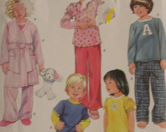 Simplicity 2826/Uncut Sewing Pattern/Toddler or Childs Robe and Pajamas/Size 1/2-1-2-3/2008