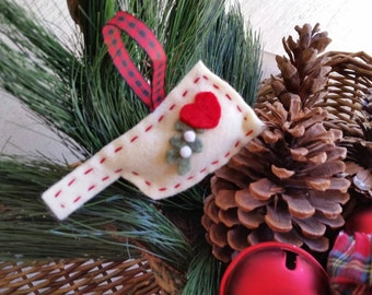 My heart is in Oklahoma Felt Ornament with Mistletoe & Heart Felted State Ornament Mistletoe ornament Unique Wedding Peronalized Favor