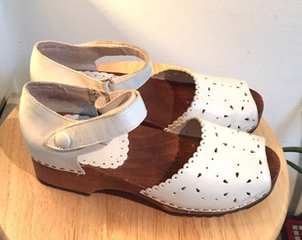 White Mary Jane Clogs // Leather with Wood Sole // size 7/8