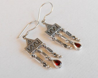 Awesome Sterling Silver Garnet gemstone dangle earrings / Silver 925 / Balinese handmade jewelry in granulation technique