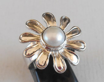 Flower Sterling Silver white  Pearl Ring / Size : 7 ready to ship / request size / Bali Handmade Jewelry