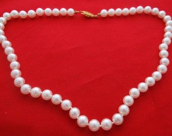 """Vintage  18""""  necklace with white colored glass hand knotted pearls in great condition"""