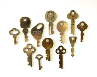 12 Vintage keys Flat keys Flat skeleton keys Old keys Antique keys Odd keys Instant collection Metal keys Old steampunk keys Old odd keys 10