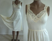 "Vintage Cream colored Olga ballerina slip night gown Size Medium with a 90"" sweep"