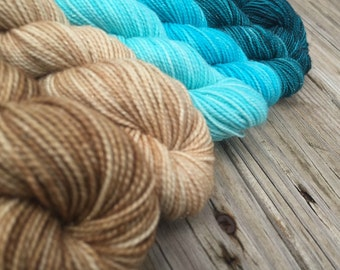 Sparkle Floats Your Boat Hand Dyed Gradient Sock Yarn Mini Skein Set 570 yards Sparkle Yarn superwash merino turquoise teal sandy beach