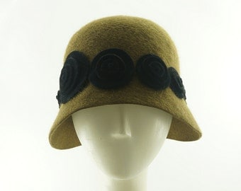 CLOCHE HAT for Women - 1920s Fashions - Retro Style Hat - Flapper Hat - Gold and Black - Felt Hat - Roaring Twenties - Formal Hat - Gatsby