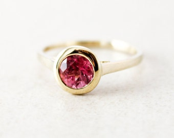 Cranberry Pink Tourmaline Ring - Round Cut - 10kt Yellow Gold