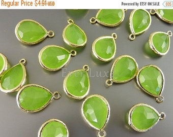 15% OFF 2 charming gold bezel pendants with peridot opal glass stones / charms for jewellery 5073G-PEO (bright gold, peridot opal, 2 pieces)