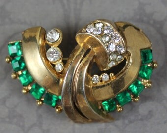 Vintage Retro 1940s Emerald Green and Clear Rhinestone Golden Brooch