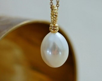 Klara - Bridal pearl pendant, Bridal necklace, Bridal fashion, white pearl, wedding, gift idea for her, anniversary, single pearl necklace