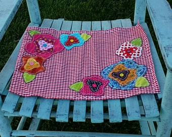 Flowery red checked placemat