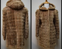 VINTAGE 1930s/40s Toscana Lamm Sheared Sculptured Fur Mouton Skating Skiing Coat with Hood Size Small