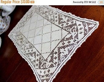 Vintage Filet Lace Doily or Placemat, Filet Worked Lace Tray Cloth, Medium Ecru  12278