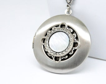 Vintage Button Locket Necklace, Antique Silver Locket, Mother of Pearl Button Necklace, Filigree Locket Necklace, Silver Button Necklace
