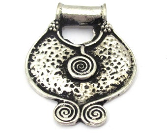 1 Pendant - Ethnic Tibetan tribal spiral plate shield pendant from Nepal - CP102